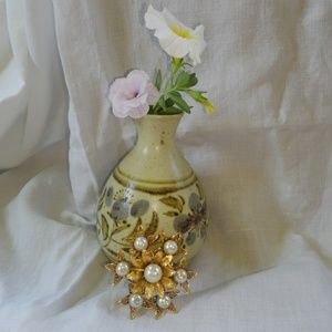 Etched Gold Flower w/ Pearls Brooch